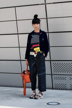 On the street… Susie Bubble Seoul fashion week 2016 SS Korean Fashion, Seoul Fashion, Fashion Week 2016, Fashion Weeks, Bubble Style, Looks Street Style, Cool Style, My Style, Korean Street