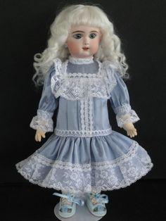 http://www.georgettebravot.com/contents/fr/p2114_poupee_bleuette_reproduction.html