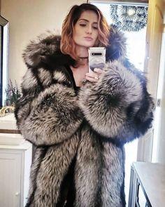 Puffer Coat With Fur, Long Fur Coat, Couture Coats, Fox Coat, Fur Clothing, Fur Fashion, Girly Outfits, Fox Fur, Fur Jacket