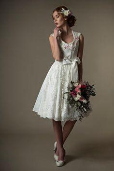 Unser Brautdirndl Amalia aus der neuen Kollektion von Tian van Tastique vereint französischen Chic mit bayerischem Charme <3 Ein traumhafter Look für die Hochzeit in Tracht