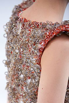 Fashion design details embroidery coco chanel ideas for 2019 Couture Beading, Couture Embroidery, Couture Embellishment, Embellishments, Chanel Couture, Haute Couture Fashion, Couture Details, Fashion Details, Pink Fashion