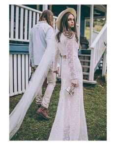 The coolest bride ever  #lunchtime #wedding #weddingday #boda #bride #bridetobe #bridal #onedaybridal #onedaybride #novia #groom #bridaldress #vestidodenovia #weddingdress #style #cool #bohobride #bohemia #bohemian #inlove #amazing #espectacular #beautiful #stunning #weddinginspiration #inspiration #love #like #picoftheday #siempremia