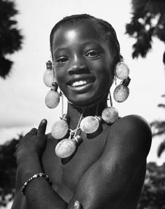 African Beauty Series: Congolese beauty  legrandcirque:    A young Congolese girl wearing a necklace of photographer's flashbulbs strung together on a string. Photograph by Nat Farbman.Monieka, Belgian Congo, June 1947.
