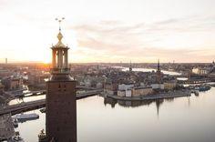 Maak je een citytrip naar Stockholm, lees hier welke bezienswaardigheden je absoluut niet mag overslaan: bezoek Gamla Stan, de musea en de archipel