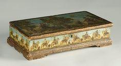 """Alcalá Subastas Caja en """" lacca povera"""" de procedencia real. Austria o Véneto para el mercado austriaco, h. 1770.  Medidas: 10 x 22 x 39 cm"""