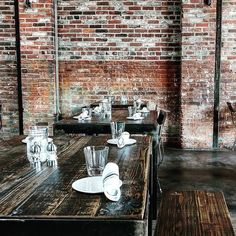 Lovin' that industrial dècor @CopperSmithBos  #coppersmith #boston #industrial #decor #brick #brickwall #industrialdesign #tables #dinner #lunch #dinnertime #lunchtime #weekend #brunch #sundaybrunch #setting #gorgeous #wood #wooden #design #eastmeetskitchen #warehouse #diningroom #dining #style #instyle #lifestyle #eat #lifestyleblogger #factory