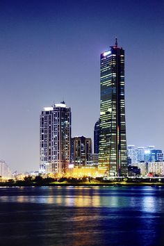 The financial hub of Northeast Asia, International business city Yeouido, the financial center of Korea, has been designated as an International Financial District, and will transform into a global financial complex.