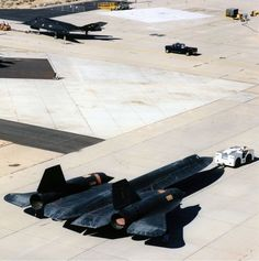 Facts History and Trivia About The Fastest Plane In the World The Supersonic Lockheed Martin Blackbird Spy Plane - Thrillist Military Jets, Military Aircraft, Fighter Aircraft, Fighter Jets, F22 Raptor, Chrysler Building, Jet Plane, Rare Photos, Mustang