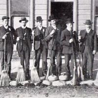 The Blackstone Hill Curling Club gathers for the Naseby bonspiel in 1909. Photo by the Otago Witness. Otago New Zealand
