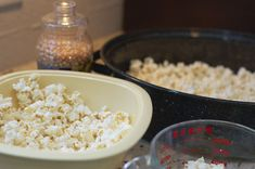 Recipe for making the BEST colored popcorn using Kool-aid. Itt's like a fruit flavored version of caramel corn. Kool Aid Popcorn Recipe, Popcorn Recipes, Candy Recipes, Dessert Recipes, Desserts, Candy Popcorn, Flavored Popcorn, Colored Popcorn, Caramel Corn