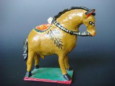 Vintage ceramic horse by Candelario Medrano of Santa Cruz de las Huertas.    http://www.mexicana-nirvana.com/catalog/item/7774067/9942652.htm