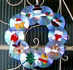 In this DIY tutorial, we will show you how to make Christmas decorations for your home. The video consists of 23 Christmas craft ideas. Cd Crafts, Music Crafts, Bottle Crafts, Diy And Crafts, Crafts For Kids, Felt Christmas, Handmade Christmas, Christmas Time, Christmas Activities