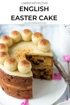 This delicious English Easter Cake is so festive flavorful and delicious. It's loaded with dry fruits and Almond paste this beautiful cake is a perfect addition to your Easter brunch menu. Oreo Dessert, Simnel Cake, Easter Brunch Menu, Lavender Macarons, Almond Paste, Cupcakes, Easter Cake, Beauty Trends, Beauty Ideas