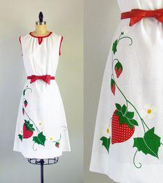 Shaheen strawberry dress...1970s vintage print cotton blend summer sun dress medium