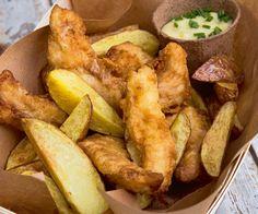 Découvrez notre recette de merlu cuisiné à la manière des fameux fish and chips. Les amateurs de poisson vont adorer.