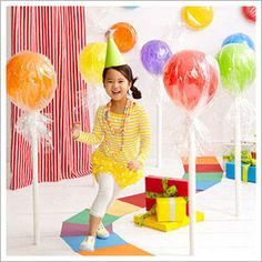 Lollipops out of balloons- this would be so great for the Wizard of Oz prom theme we're trying to get!!