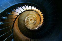 Le phare des baleines, à l'Ile de Ré en France. Son escalier intérieur est un véritable petit joyaux photographié encore et encore. #vacances #charentemaritime
