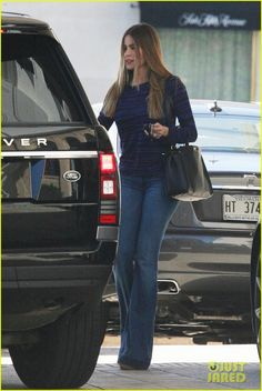 Mom Wardrobe, Sofia Vergara, Flare Pants, Wide Leg Jeans, Bell Bottoms, Beverly Hills, Bell Bottom Jeans, Celebrity Style, Women Wear