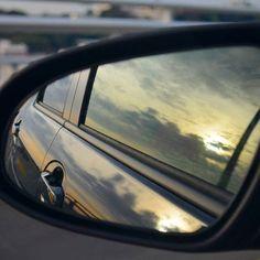 【_._.m.r.n._._】さんのInstagramをピンしています。 《* 車のミラーに映る夕焼け。 いとをかし~😊 曇ってるけど。笑  免許取得したばかりで 言うのもなんだけど 助手席の方が…。笑  #写真好きな人と繋がりたい #ファインダー越しの私世界 #車#鏡#夕焼け#夕日#海#三浦海岸 #サイドミラー#カメラ#ドライブ#drive#photo#sea#car#sunset#mirror #camera#nicon#instagram_jp#happy #love#cool#nice#instagramjapan #instagram#instadaily#instagood #instalike#photooftheday》