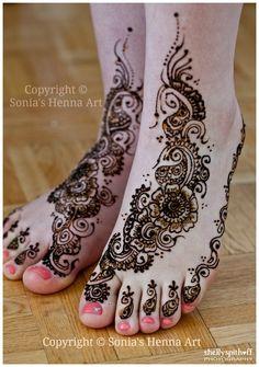 Copyright Sonias Henna Art bridal mehndi deisgn , feet , wedding henna Check out more desings at: http://www.mehndiequalshenna.com/