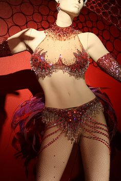 "Red Beach & Crystal Brazilian Samba Burlesque Costume from ""Nine"" designed by Colleen Atwood Costumes Burlesques, Burlesque Costumes, Carnival Costumes, Halloween Carnival, Showgirl Costume, Samba Costume, Boo Costume, Aerial Costume, Colleen Atwood"