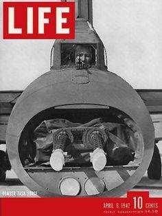 Life Magazine Cover Copyright 1942 Bomber Task Force - Mad Men Art: The Vintage Advertisement Art Collection Look Magazine, Time Magazine, Magazine Covers, Magazine Photos, Cover Pages, Cover Art, Life Cover, History Magazine, Ad Art