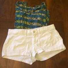 Hollister white jean shorts Perfect worn condition! Worn 1x. 98% cotton 2% spandex. Hollister Shorts Jean Shorts