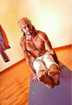 ashtanga yoga; utpluthi dandasana (uplifted staff)