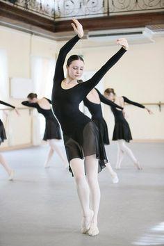 Viktoria Brileva in class at Vaganova Ballet Academy photo by Mark Olich