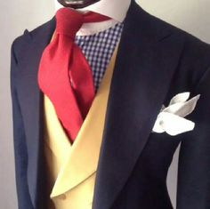 Leigh finds some great color and pattern combos. Gents Fashion, Suit Fashion, Sharp Dressed Man, Well Dressed, Gents Suits, Suit Combinations, Elegant Man, Men Formal, Schneider