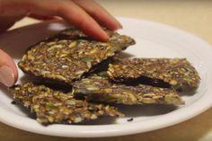 Koolhydraatarme crackers die ook nog eens lekker zijn! Wie koolhydraatarm eet, weet dat een leven zonder koolhydraten helemaal niet zo rooskleurig is...