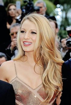 Hair women color blake lively 22 ideas for 2019 - Blonde Hair Gold Blonde Hair, Blonde Brunette, Blonde Balayage, Corte Y Color, Blonde Color, Hair Colour, Pretty Hairstyles, Blonde Hairstyles, Celebrity Hairstyles