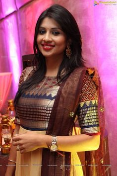 Latest kurti designs for stitching - Simple Craft Ideas Saree Gown, Sari Dress, Anarkali Dress, Long Dress Design, Dress Neck Designs, Blouse Designs, Sleeve Designs, Churidar Designs, Kurta Designs Women