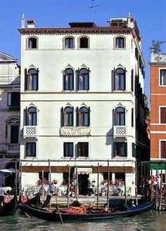 World Hotel Finder - Hotel Antiche Figure Day Trips From Venice, Hotel Finder, Italy Pictures, Travel Stroller, Venice Italy, Venice Hotel, Tourist Information, Italy Travel, Italy Trip