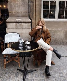 I wish I were in Paris, drinking my coffee and waiting for a toastie ☕ Winter Mode, Fall Winter, Winter Style, Outfit Invierno, Oufits Casual, Casual Outfits, Photo Portrait, Foto Instagram, Trendy Swimwear