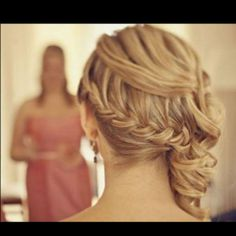 gorgeous prom hairstyle