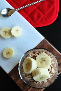 Banana Nutella Overnight Oatmeal: A gluten free and vegan breakfast fit for your. Whole Food Desserts, Vegan Desserts, Whole Food Recipes, Snack Recipes, Snacks, Vegan Recipes, Nutella Breakfast, Vegan Breakfast, Breakfast Recipes