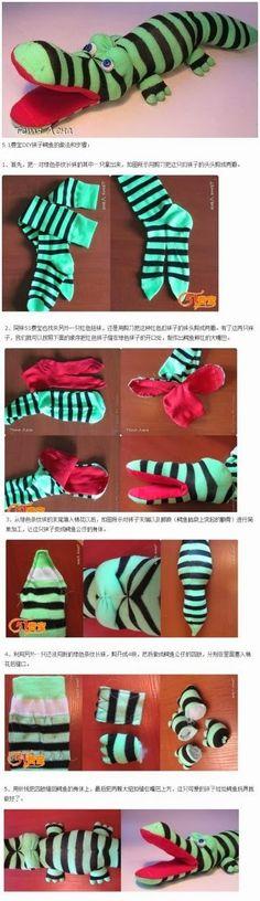 Mimin baby: jacaré de meias