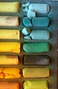 Sennelier Soft Pastels à l'Écu: Rendering Pantone's Emerald Green using artists' pastels.