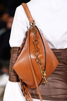 Loewe Fall 2016 Ready-to-Wear Fashion Show Details Fashion Bags, Fashion Accessories, Womens Fashion, Fashion 2016, Fashion Handbags, Paris Fashion, My Bags, Purses And Bags, Hobo Bags