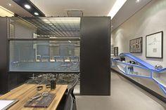 Galeria da Arquitetura   Escritório Contemporâneo - O desafio foi transformar um espaço de 54 m² em três ambientes. São salas de espera, de ...