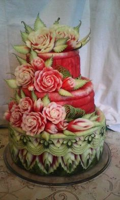 A fruit cake is a grand way to celebrate your wedding. Watermelon Art, Watermelon Carving, Fruit Decorations, Food Decoration, Fruit And Vegetable Carving, Veggie Tray, Veggie Food, Deco Fruit, Amazing Food Art
