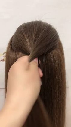 For girls, a romantic wedding will be the best memories of a lifetime. It can be said that the bride's hairstyle is equally important as the wedding dress. Bride Hairstyles For Long Hair, Wedding Hairstyles For Long Hair, Cute Hairstyles, Bridal Hairstyles, Indian Hairstyles For Saree, Saree Hairstyles, School Hairstyles, Hairdo Wedding, Long Hair Wedding Styles
