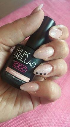Pink Beauty Club shared Rosalinda Kaslander's photo. Me eigen nagels ff voor de vakantie gedaan! #144romanticPink...