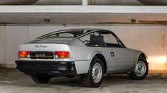Alfa Romeo 1600 Junior Zagato #AlfaRomeoclassiccars Alfa Cars, Alfa Romeo Cars, Alfa Auto, Classic Sports Cars, Classic Cars, Alfa Romeo Junior, Aston Martin Db4, 70s Cars, Pretty Cars