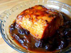 Pour 6 personnes : 800 g de rôti de porc dans le filet 12 pruneaux 1 CS 1/2 de miel de lavande 15 cl de vin blanc sec 15 cl d'eau 2 cc de f...
