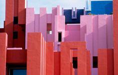 design-dautore.com: Ricardo Bofill - La Muralla Roja, in Calpe, Alicante, Spain (1973)