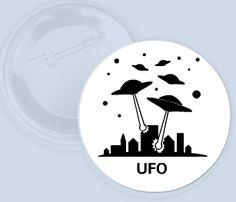 Tématická placka s UFO.