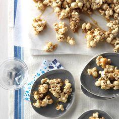 Chewy Caramel-Coated Popcorn Flavored Popcorn, Popcorn Recipes, Snack Recipes, Appetizer Recipes, Appetizers, Camping Recipes, Candy Recipes, Cooking Popcorn, Gourmet Popcorn
