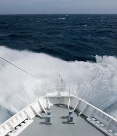 On a cruise ship between Antarctica and Cape Horn, the southernmost tip of South America, a traveler encounters the historically challenging Drake Passage. American Cruises, Future Of Science, Antarctica Cruise, Drake Passage, Walk The Earth, What The World, What Is Like, Sailing, Nature Photography